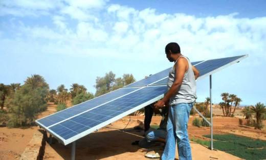 nel Giardino della Dràa una pompa a energia solare ha sostituito il vecchio motore a scoppio